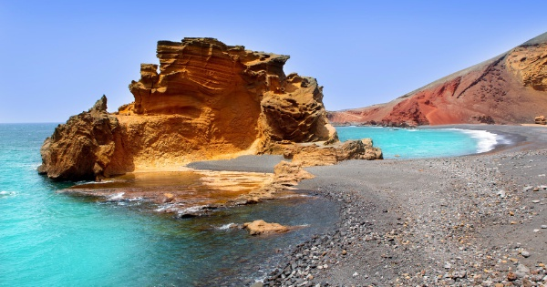 Flights from Barcelona to Lanzarote