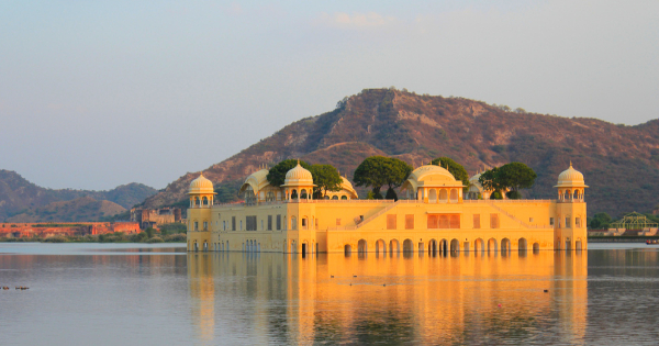 Flights from London to Jaipur