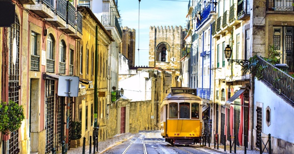 Flights from London - City Airport to Lisbon