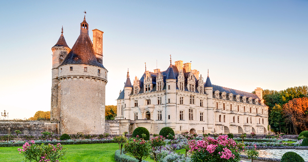 Flights from Lyon - Saint-Exupéry to Tours - Saint Symphorien
