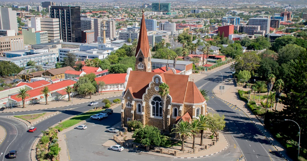 Flights Des Moines - Windhoek